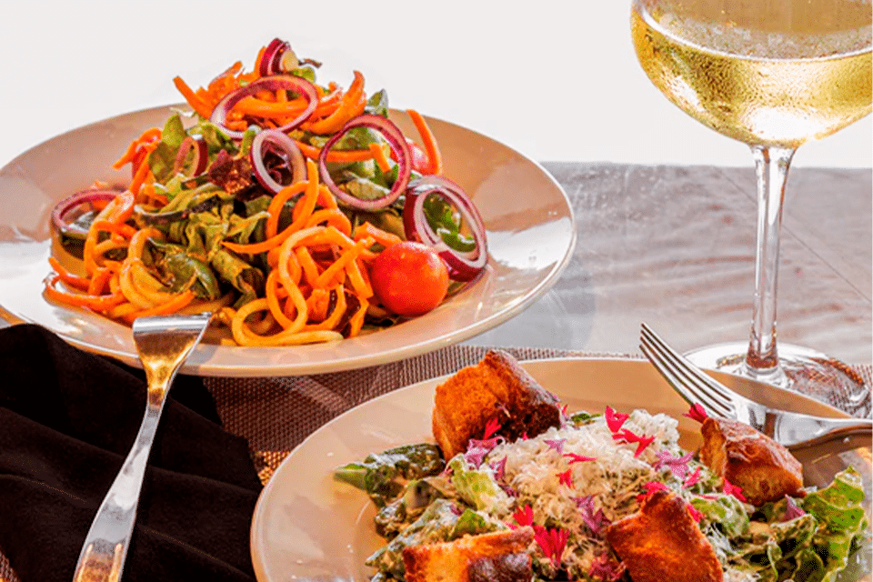 jantar vegano com vinho