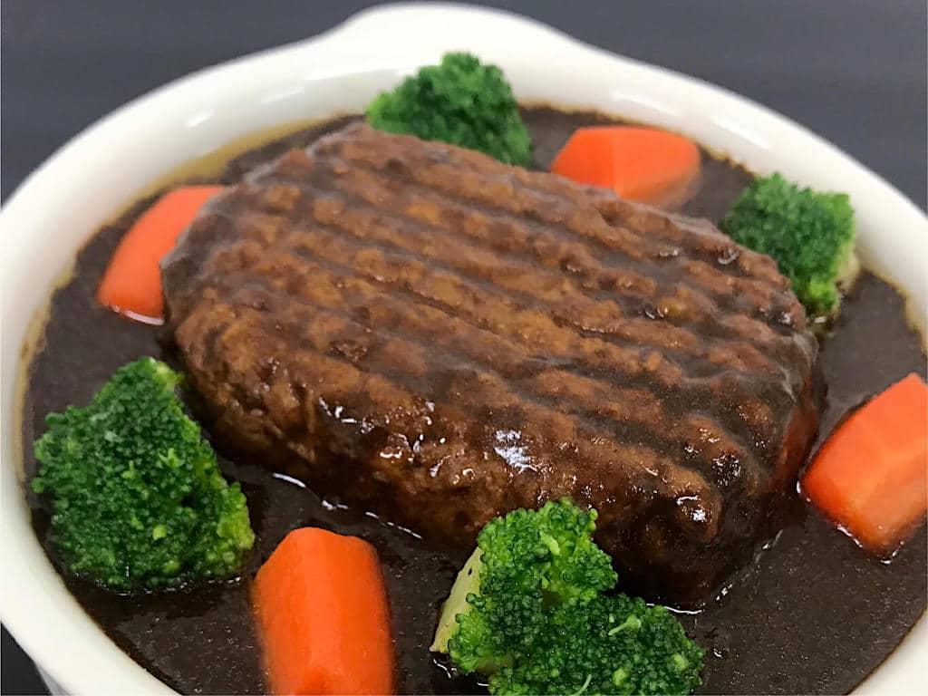 Carne vegetal se assemelha, e muito, à tradicional, mas não tem ingredientes de origem animal.