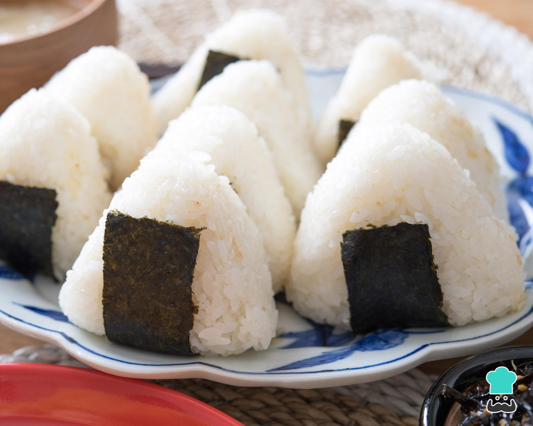bolinho de arroz e feijão